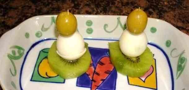 kiwis con huevo de codorniz